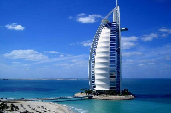 8. The Burj al Arab - famous architecture hotels
